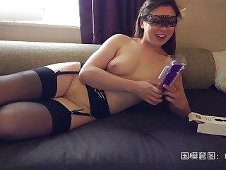 London Chinese Cantonese slut carla evolve into fucking on the phone