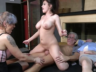 Nasty group coitus party anent amateurish sluts Yvonne and Lucie Jenilova