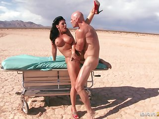 Outdoors fucking in the desert ends give a facial of Rachel Starr