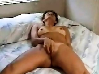 Woman ill feeling to orgasm on bed(by edquiss)
